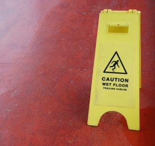 Wet floor sign: beware common writing mistakes